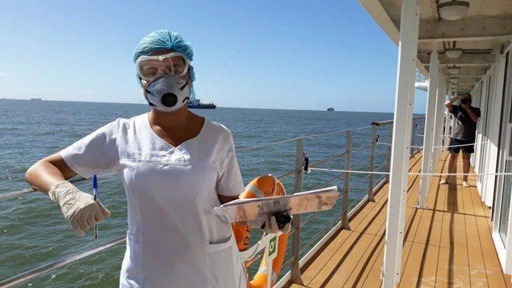 La doctora Nohelia Rojas Ruiz a bordo del crucero
